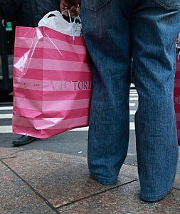 Just Holding a Victoria's Secret Bag Makes Women Feel Sexy (image)