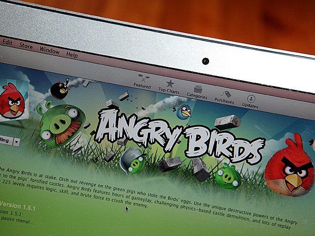 Teacher Uses Angry Birds to Explain Projectile Motion to Students